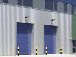 Zdjęcia zamontowanych bram przemysłowych zwijanych