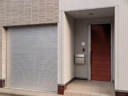 Zdjęcia zamontowanych bram garażowych zwijanych